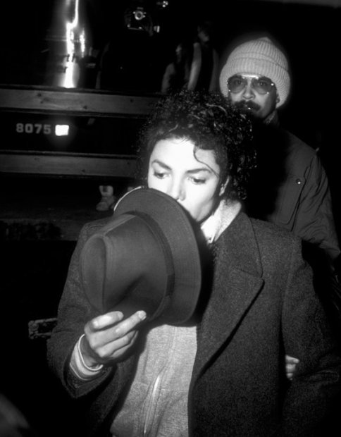 "Ron Galella, Michael Jackson on the location, filming the video for ""Bad"", New York, November 19, 1986"