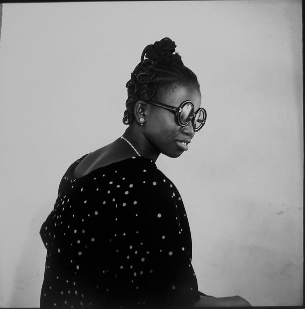 Malick Sidibé, Portrait de Miss Kanté Sira, 1965, printed later