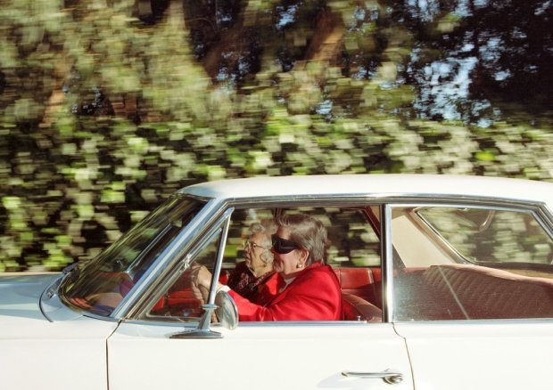 Andrew Bush, Women racing southwest at 41 mph along 26th Street near the Riviera Country Club, Pacific Palisades, California, at 1:14 p.m. on a Tuesday in February 1997