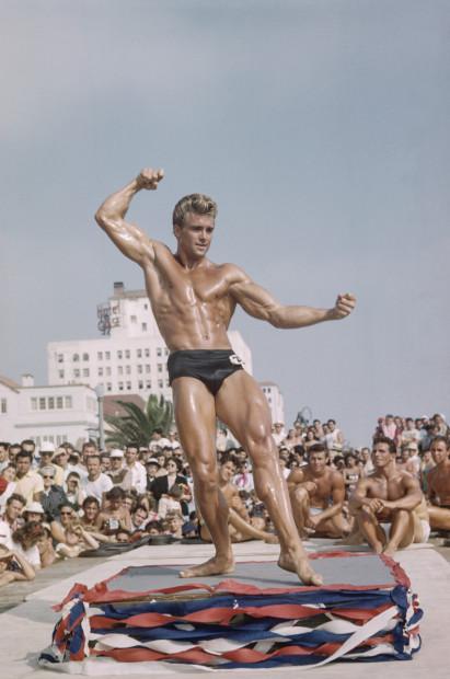 Bob Mizer, Ed Holovchik aka Ed Fury (Muscle Beach #11), Santa Monica, California, c. 1950