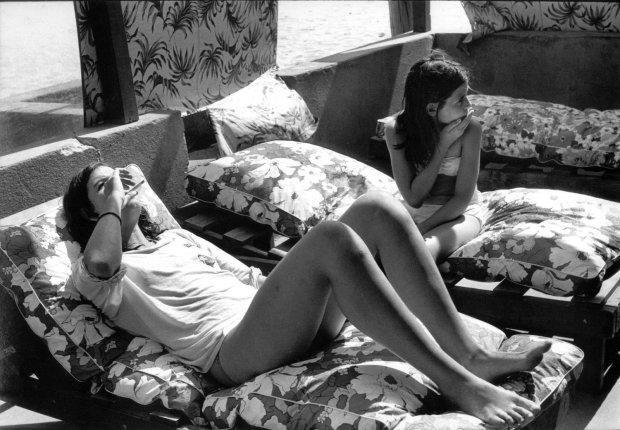 Joseph Szabo, Girls Smoking, Hot Dog Beach, 1977