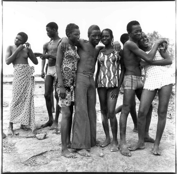 Malick Sidibé, Les amies, 1976, printed later