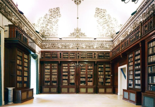 <span class=&#34;artist&#34;><strong>Candida Höfer</strong></span>, <span class=&#34;title&#34;><em>Biblioteca Nazionale Napoli III 2009</em></span>