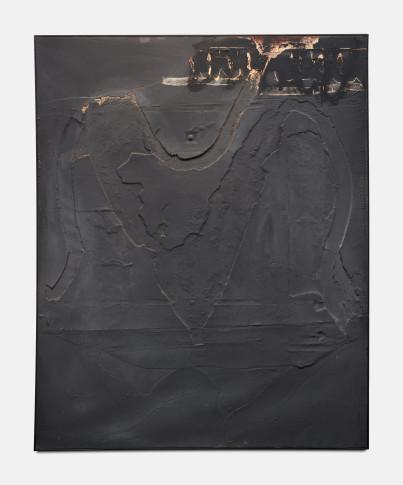 """<span class=""""artist""""><strong>Antoni Tàpies</strong></span>, <span class=""""title""""><em>Monochrome Gris au Signe Noir Supérieur</em>, 1960</span>"""