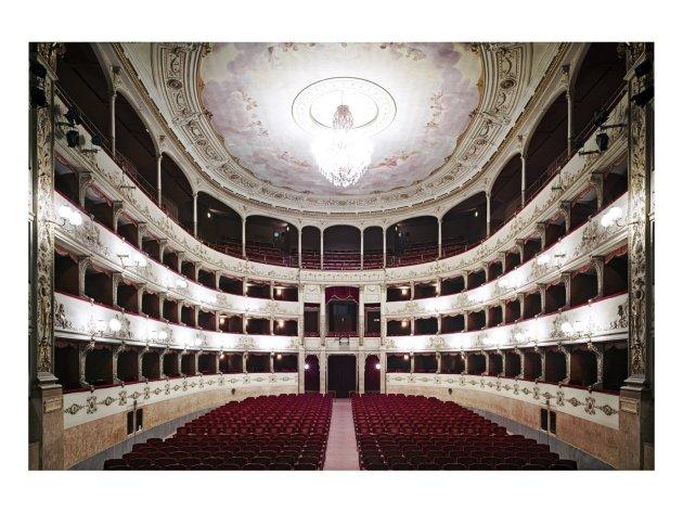 <span class=&#34;artist&#34;><strong>Candida Höfer</strong></span>, <span class=&#34;title&#34;><em>Teatro della Pergola Firenze I 2008</em></span>
