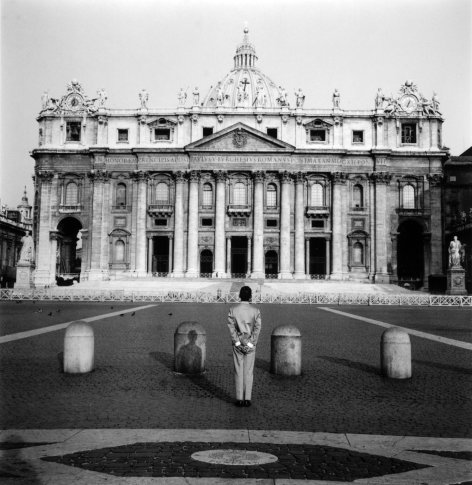 <span class=&#34;artist&#34;><strong>Tseng Kwong Chi</strong></span>, <span class=&#34;title&#34;><em>Rome, Italy (Vatican)</em>, 1989</span>