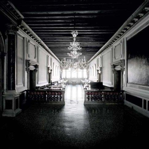 <span class=&#34;artist&#34;><strong>Matthias Schaller</strong></span>, <span class=&#34;title&#34;><em>Controfacciata, Palazzo Loredan</em>, 2004</span>