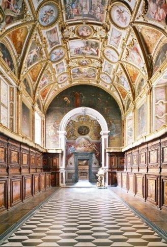 "<span class=""artist""><strong>Candida Höfer</strong></span>, <span class=""title""><em>San Martino Napoli II 2009</em></span>"