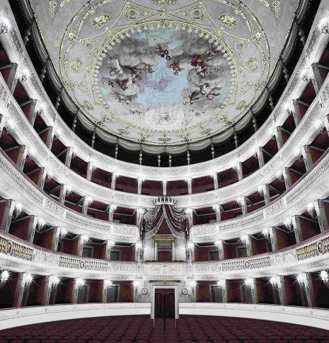 <span class=&#34;artist&#34;><strong>Matthias Schaller</strong></span>, <span class=&#34;title&#34;><em>Fratelli D' Italia, Bari</em>, 2005</span>