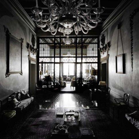<span class=&#34;artist&#34;><strong>Matthias Schaller</strong></span>, <span class=&#34;title&#34;><em>Controfacciata, Palazzo Mocenigo</em>, 2004</span>
