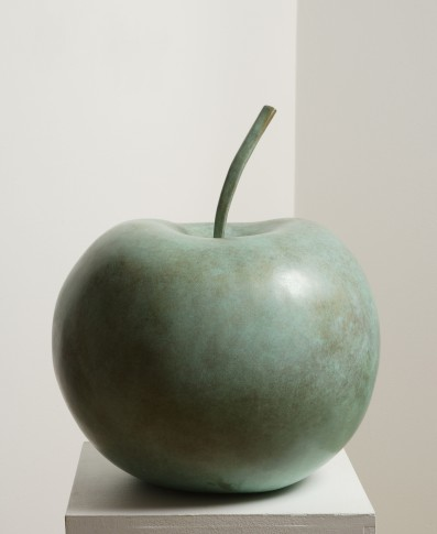 <span class=&#34;artist&#34;><strong>Claude Lalanne</strong></span>, <span class=&#34;title&#34;><em>Pomme (Moyenne)</em>, 2006/2010</span>