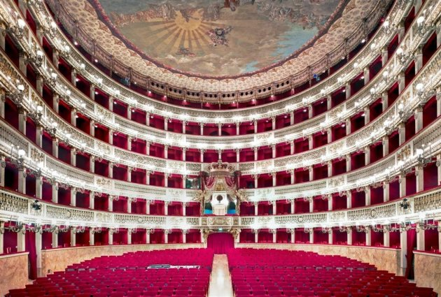<span class=&#34;artist&#34;><strong>Candida Höfer</strong></span>, <span class=&#34;title&#34;><em>Teatro San Carlo Napoli I 2009</em></span>