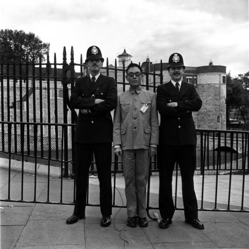 <span class=&#34;artist&#34;><strong>Tseng Kwong Chi</strong></span>, <span class=&#34;title&#34;><em>London, England (2 bobbies)</em>, 1983</span>