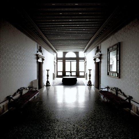 <em>Controfacciata, Palazzo Mocenigo</em>, 2004