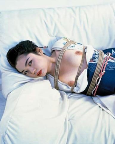<p><b>Nobuyoshi Araki</b><span>&#160;</span><i>Bondages</i><span>, 2008</span><br /><span><br /></span></p>