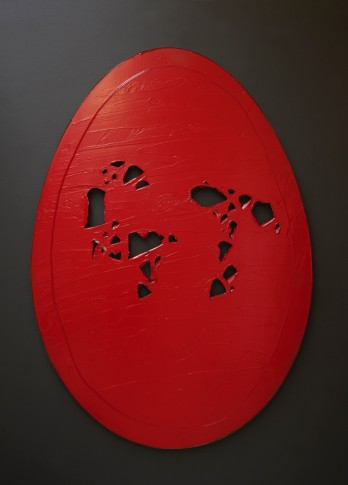 <p><strong>Gavin Turk</strong>, <i>Holy Egg (Red)</i>, 2014</p>