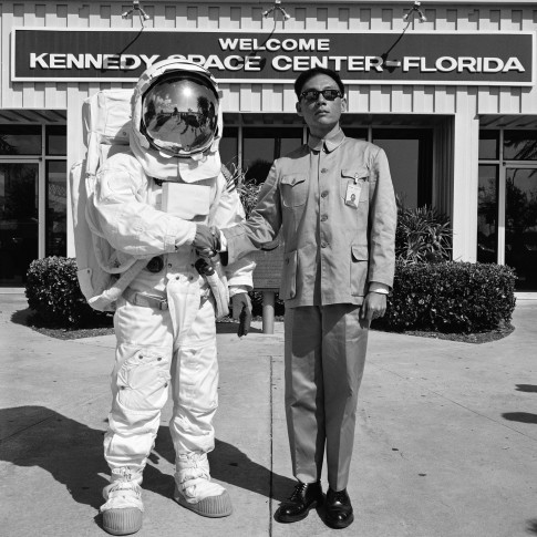 <p><b>Tseng Kwong Chi&#160;</b>(1950- 1990),&#160;<i>Cape Canaveral, Florida (Astronaut)</i>, 1985</p>