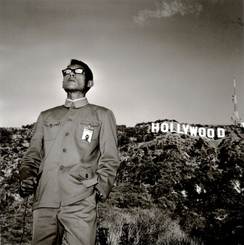 <p><b>Tseng Kwong Chi&#160;</b>(1950 -1990),&#160;<i>Hollywood Hills, California</i>, 1979</p>