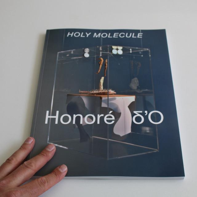 Holy Molecule, Honoré ∂'O