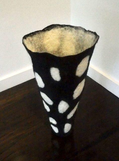 Denise Lithgow, Pebbles Black & White