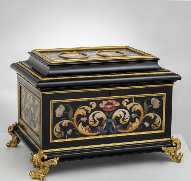Botteghe Granducali Firenze, A commesso di pietre dure, ebony, and gilt bronze mounts casket, First quarter of the 18th century