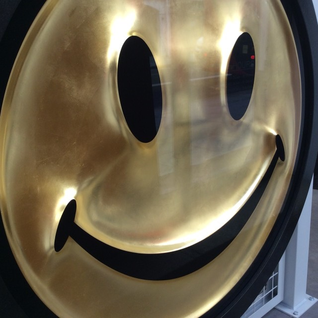 Metric Powerpill (Gold Leaf Smiley Face)
