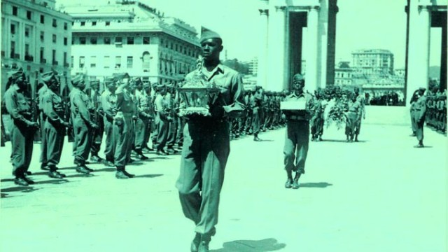 Historical photography of Buffalo Soldier with the ashes of Columbus, Genoa 1945.