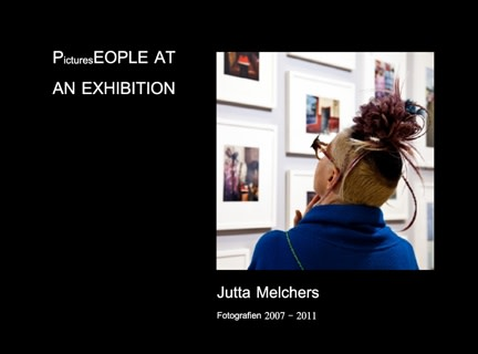 Jutta Melchers PicturesEOPLE AT AN EXHIBITION
