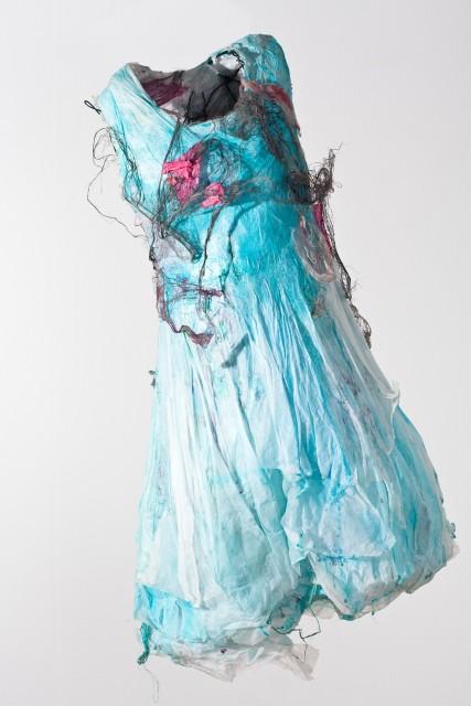 Minu Ghedina Lost III, 2008, Höhe ca. 100 cm, Mischtechnik, Seidenpapier, Draht