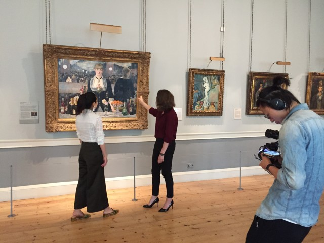 Dr Rosamund Garrett speaking about Manet's 'A Bar at the Folies-Bergère'