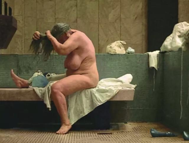 Katarzyna Kozyra 卡塔姿娜·科兹拉, Bathhouse《澡堂》, 1997