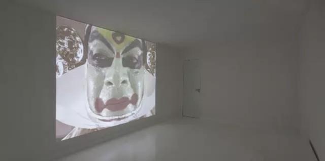 Katarzyna Kozyra 卡塔姿娜·科兹拉,Faces《脸》,2005-2006, 1 single-channel video installation on loop, colour, sound 单频道录像循环播放装置,彩色,有声, 1 h 28' (edited version), installation view at Capsule Shanghai. [featured dancer:卡如娜卡然 (Karunakaran)]