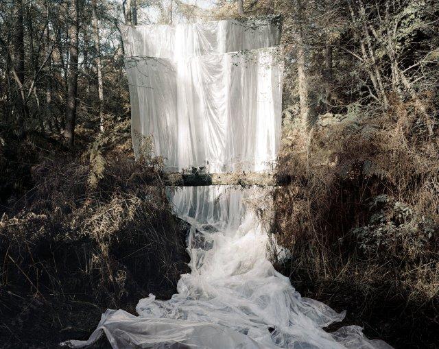 Noemie Goudal, Les Amants (Cascade), 2009, C-print, 168 x 210 cm