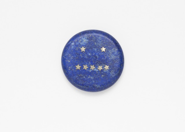 """Delayed Reactions - Nonplus"", Brooch, 2018, Lapis Lazuli and 18ct Gold, ⌀ 56 mm. Photo by the artist"