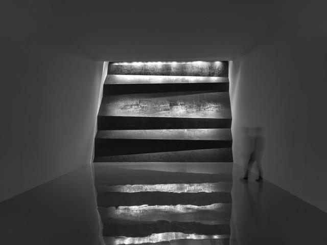 Zheng Chongbin 郑重宾, Wall of Skies 层层天墙, 2014