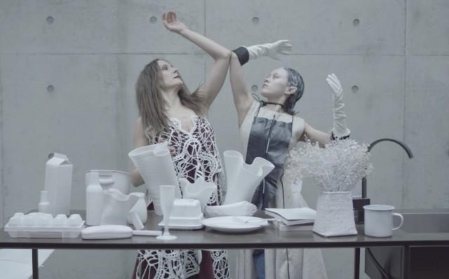 Yuan Keru, Moon and Sixpence, Three-Screen Video Installation, 15'51'', 1/5+1AP, 2016