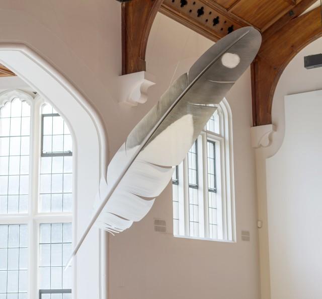 Neil Dawson Feather (Gull), 2019 Aluminium, polycarbonate, acrylic tip and automotive paint 2940 x 545 x 345mm