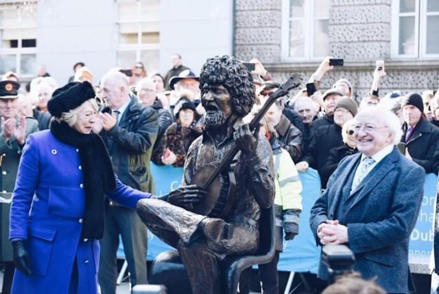 HOTPRESS: President Higgins unveils John Coll sculpture of Luke Kelly