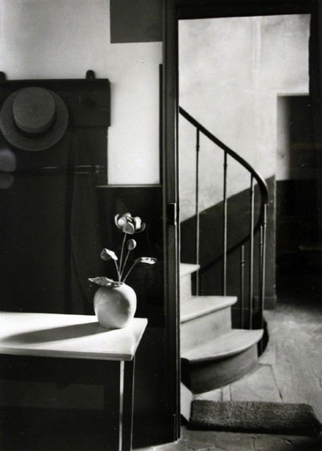 Chez Mondrian, Paris, 1926 © The Estate of André Kertész, New York