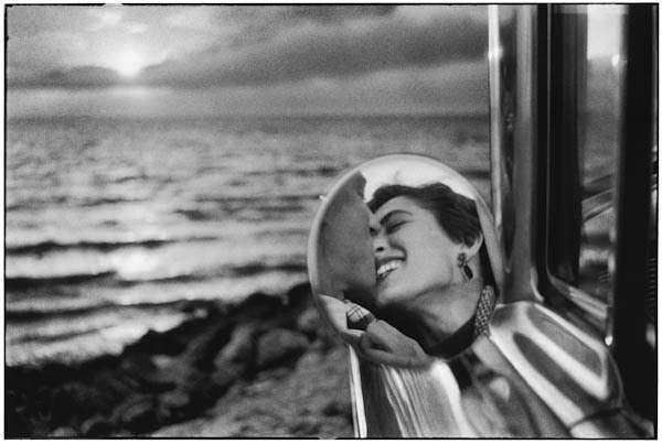Elliott Erwitt b. 1928 Santa Monica, California, 1955 Signed, in ink, au recto Signed, titled, and dated, in pencil, au verso Artists ref # 02/37 Printed circa 2010 Gelatin silver print 14 ¾ x 21 ¾ inch (37.47 x 55.25 cm) image 20 x 24 inch (50.80 x 60.96 cm) paper