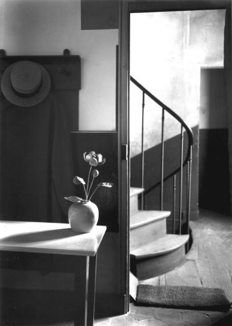 Chez Mondrian, Paris, 1926 © The Estate of André Kertész / courtesy Stephen Bulger Gallery