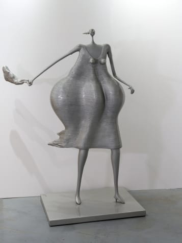 Mujer apurada con cartera