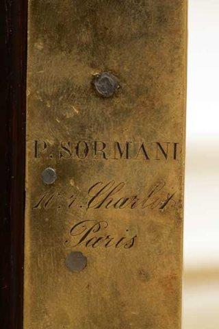 Vitrine in inlaid veneer and gilt bronze