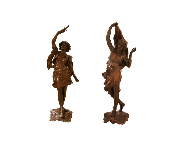 Pair of bronze statue of Oriental couple