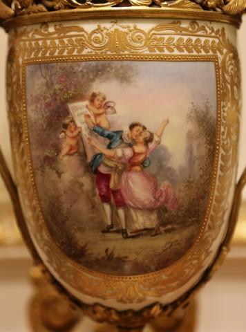 Porcelane vases garniture