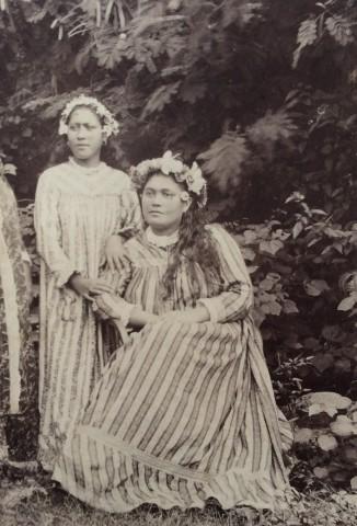 Charles Georges Spitz, Jeunes Tahitiennes