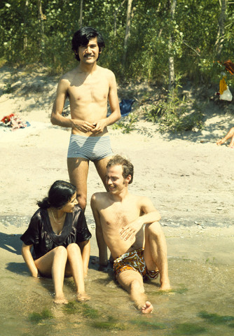 Sunil Gupta, Sunil, Shalini, Rudi at the beach, Toronto, circa 1973