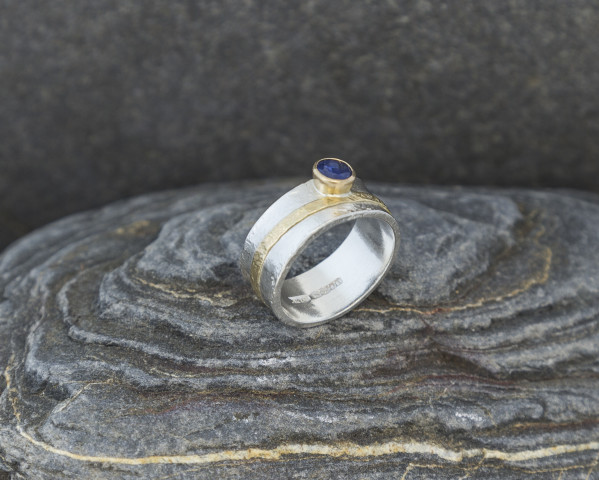 Sapphire Ring with 9k Gold Detail