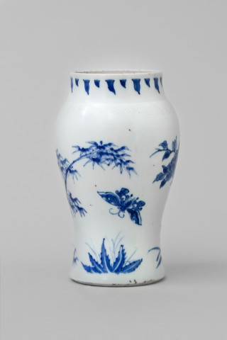 A CHINESE TRANSITIONAL BLUE AND WHITE VASE , Shunzhi (1644-1661)