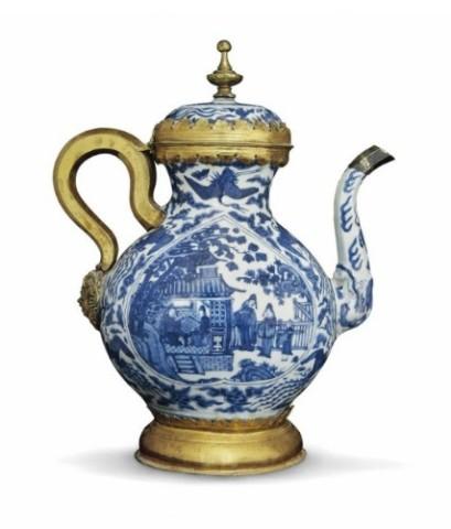 A BLUE AND WHITE EWER, Jiajing (1522-1566)